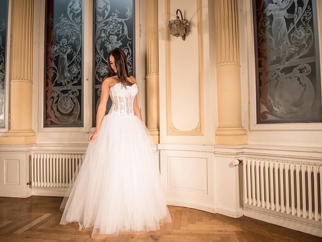 priceznovské svatební šaty