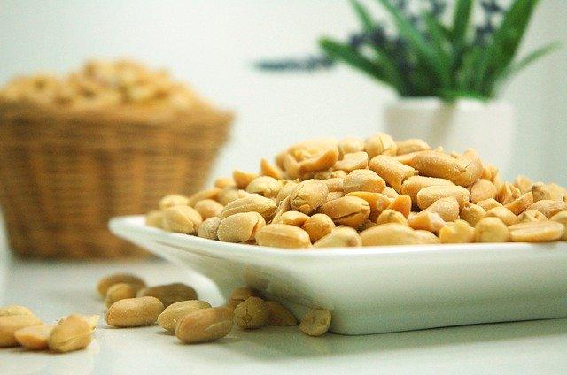 ořechy na talíři