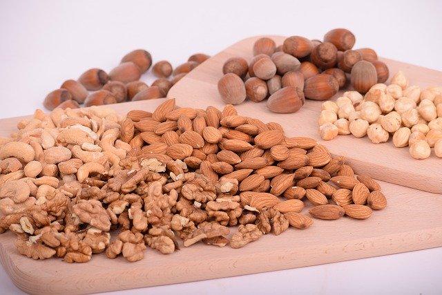 různé druhy ořechů